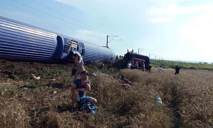 10 muertos y 73 heridos al descarrilarse un tren en Turquía