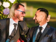 Un cura se casó con su novio y desató el escándalo en Italia