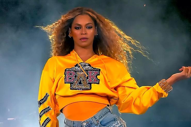 Beyonce tuvo que ser rescatada durante un concierto en Polonia