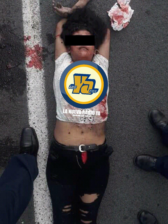 El cuerpo de la joven estaba tirado sobre la carretera