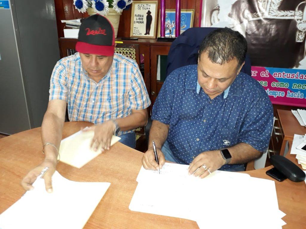 El Gobierno Regional firma convenios con la Alcaldía de Siuna para continuar con nueva Fase del Estadio Onselo Martín. Cortesía de @CostaCaribeNI