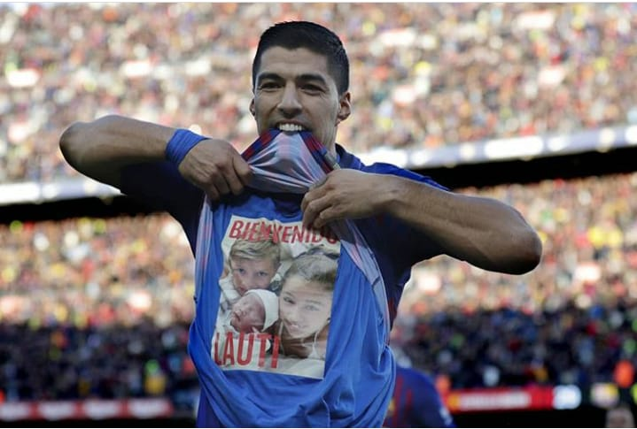 Luis Suárez celebrando uno de sus tres goles anotados contra el Real Madrid