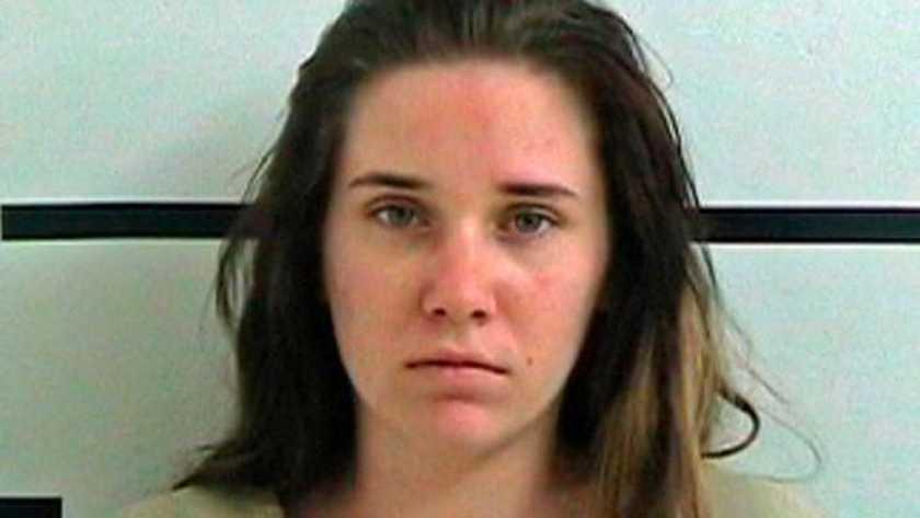 Amanda Hawkins dejó morir a sus hijas para irse a una fiesta toda la noche