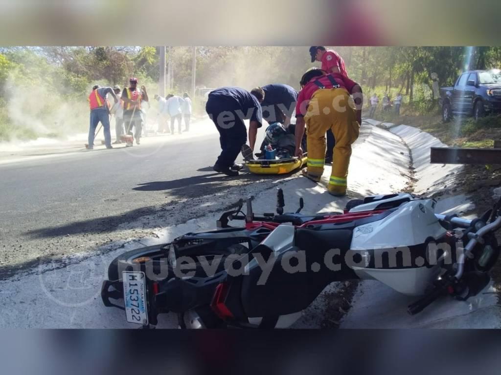 Motociclista se accidentó por culpa de aceite en la vía