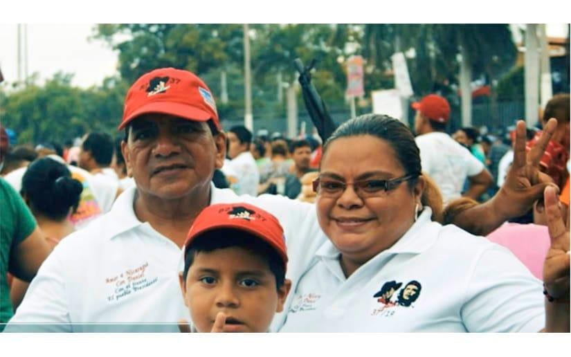 El compañero Bismarck Martínez junto a su familia
