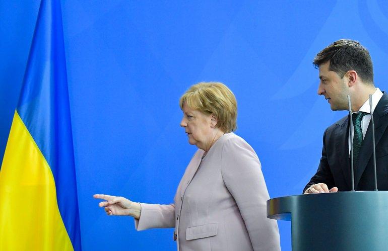 Angela Merkel sufre afectación de salud durante acto oficial