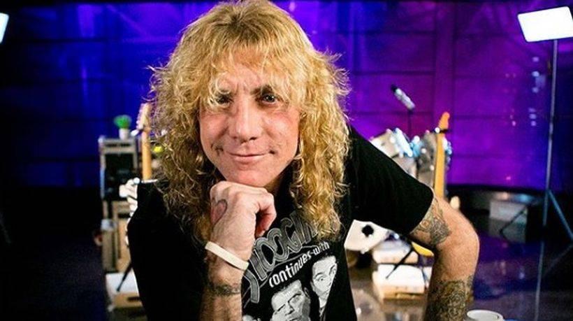El ex baterista de Guns N 'Roses, Steven Adler, fue internado por apuñalarse a sí mismo