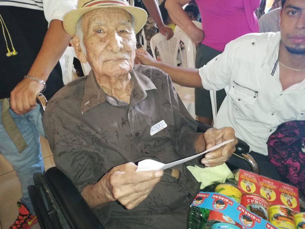 Bonifacio Quiroz Domínguez, ganador del concurso Papá Viejito
