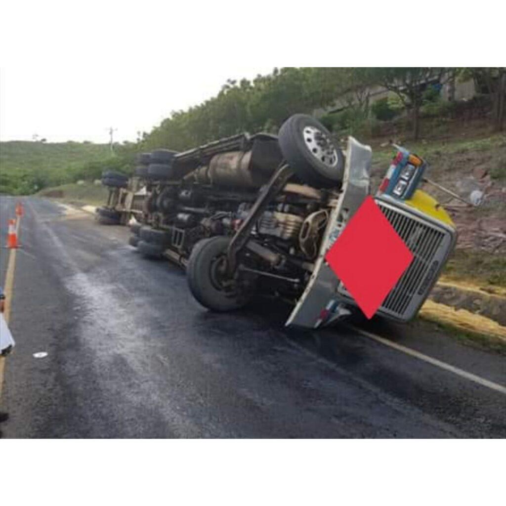 Accidente en carretera a Sábaco