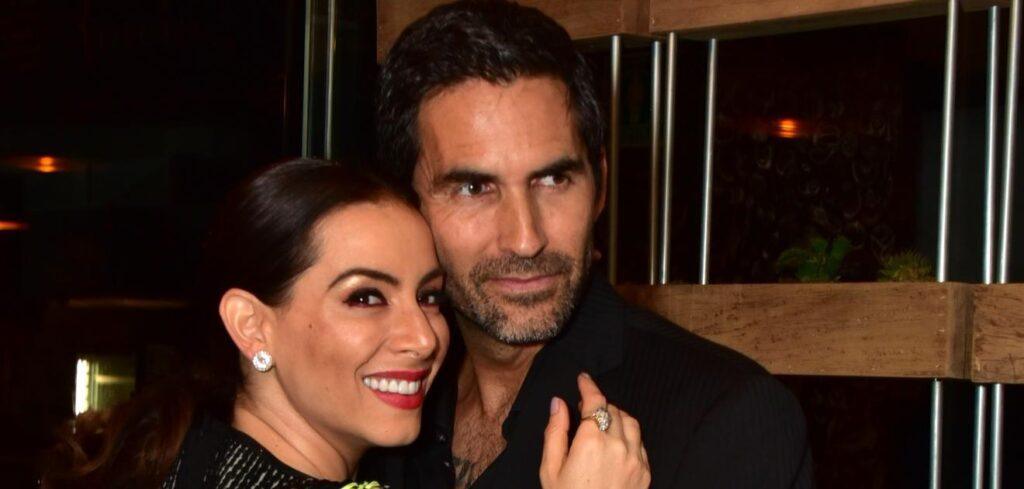 Claudia Lizalde celebra fiesta de divorcio