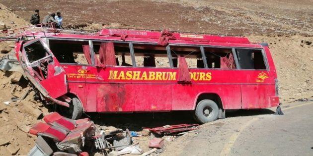26 muertos en un accidente de bus en Pakistán
