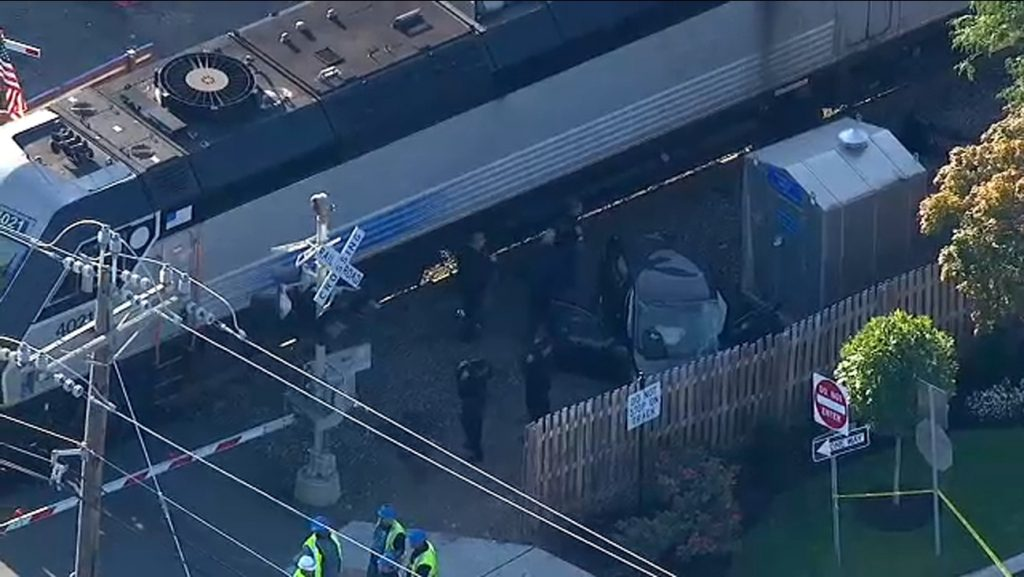 Dos personas resultan graves al chocar un tren contra un automóvil en Nueva Jersey