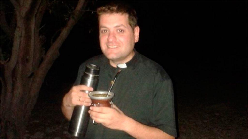Cura confiesa que deja la iglesia porque está enamorado