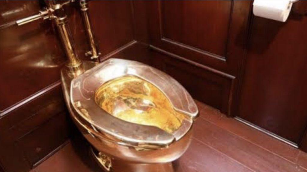 Un inodoro de oro, valorado en 5 millones de dólares, fue robado en el Reino Unido