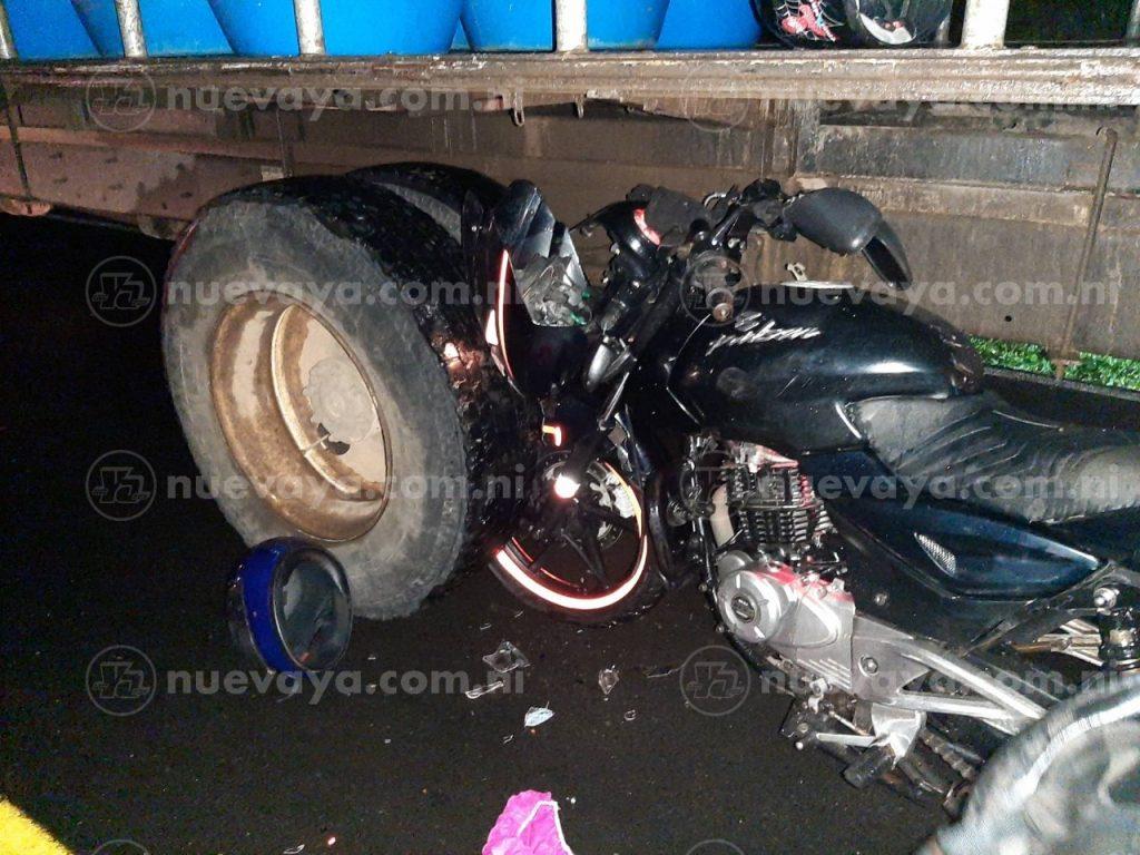 Un joven murió al estrellar su moto contra un camión en Villa Sandino