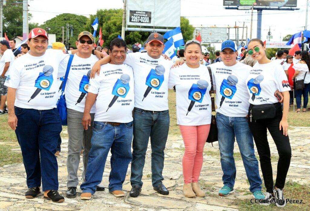 Desde la Rotonda El Periodista, los comunicadores celebraron los tiempos de paz