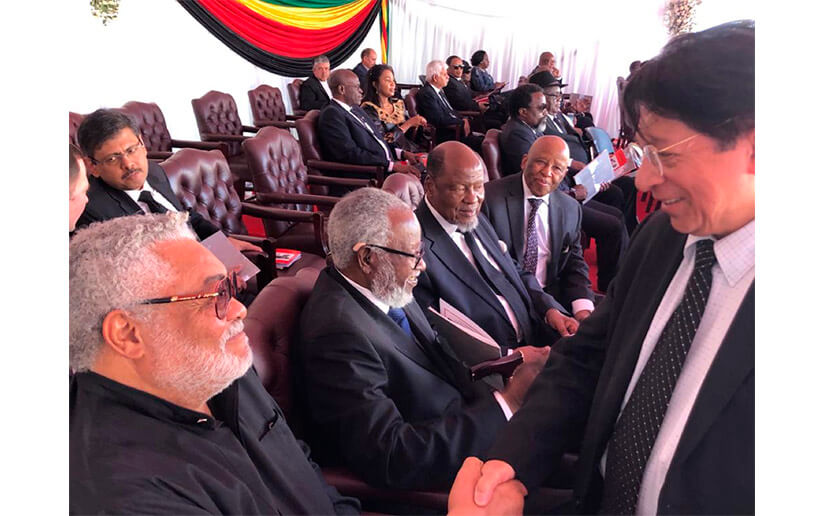 Presidente Dambudzo Mnangagwa junto a Canciller Dennis Moncada