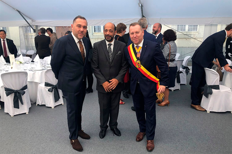 Saludo a Denis Mathen, Gobernador de la Provincia de Namur.