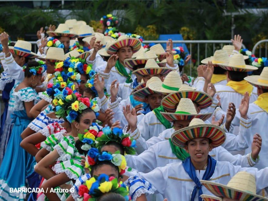 Estudiantes participan en Desfile Patrio Managua