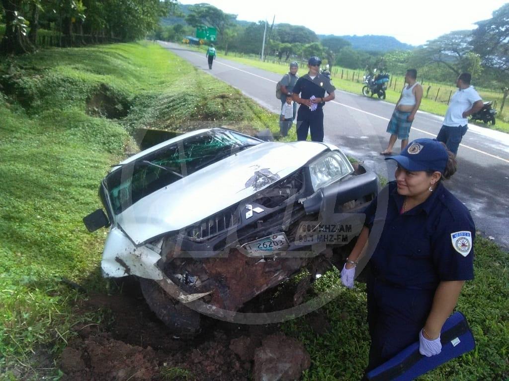 Un hombre desbarató su camioneta al quedarse dormido