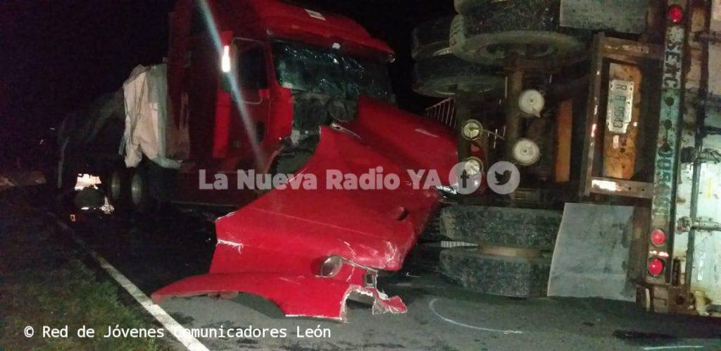 El fatal accidente ocurrió en el kilómetro 137 de la carretera León-San Isidro. Foto cortesía de la Red de Jóvenes Comunicadores de León