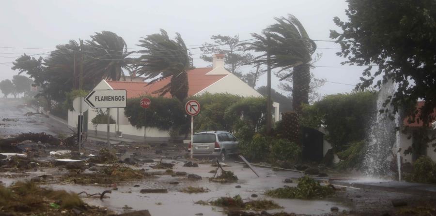 Islas Azores devastada tras paso de huracán Lorenzo