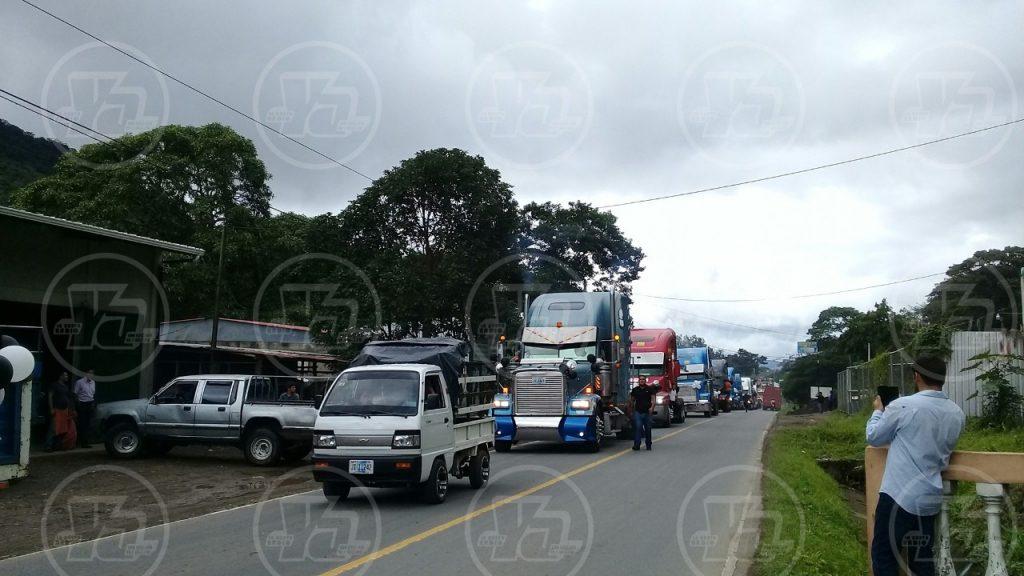 El sepelio del joven fue seguido de una caravana de motorizados y conductores de carga pesada