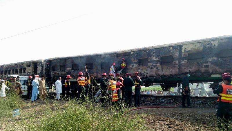 73 personas murieron al incendiarse un tren en la India