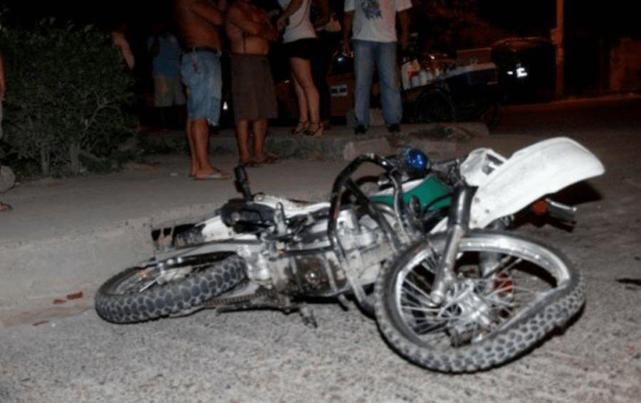 La moto se estrelló contra una valla de seguridad en el kilómetro 57 de la carretera Panamericana Sur, en Jinotepe. Foto Referencial