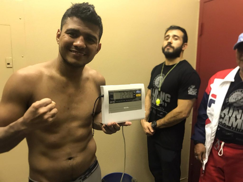 Román González está muy enfocado en sus entrenamientos