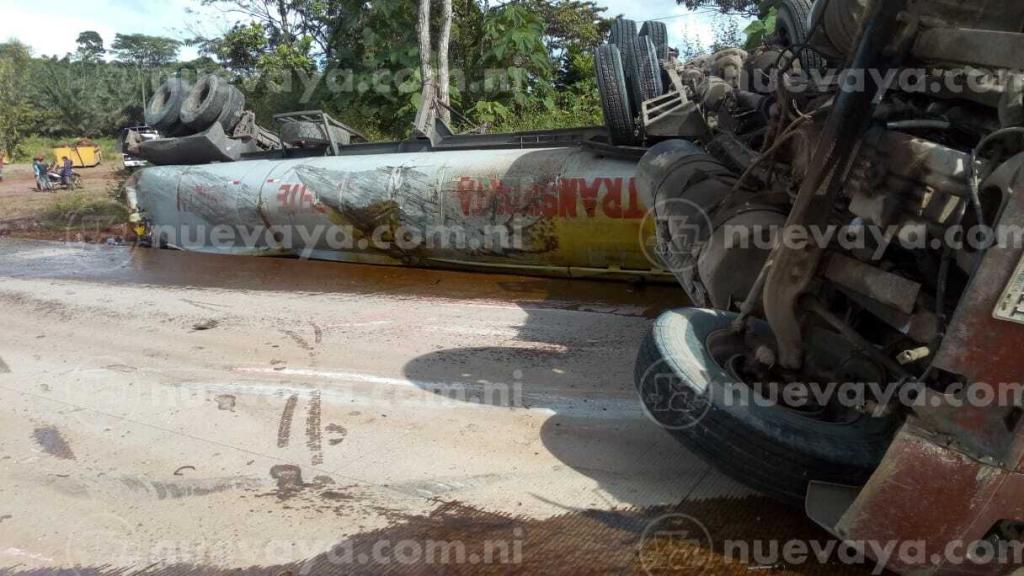 Encontronazo de furgón y tractor deja un lesionado en El Rama - Radio YA