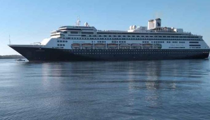 Crucero Amsterdam llega a Corinto
