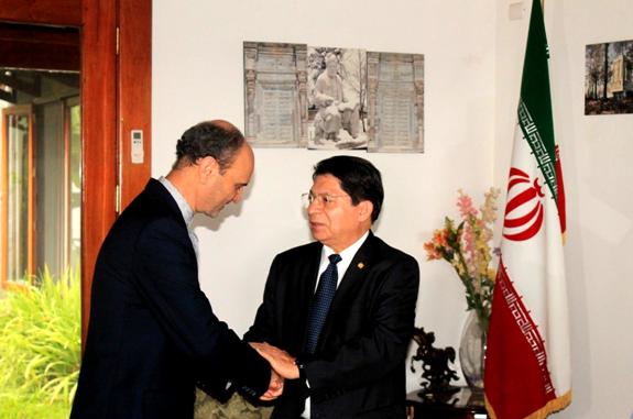 Nicaragua firma libro de condolencias de Irán