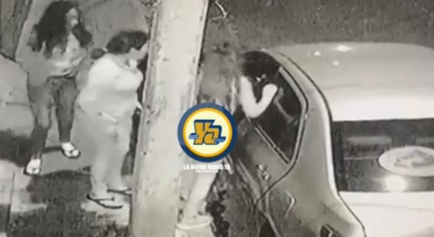 Mujeres robando