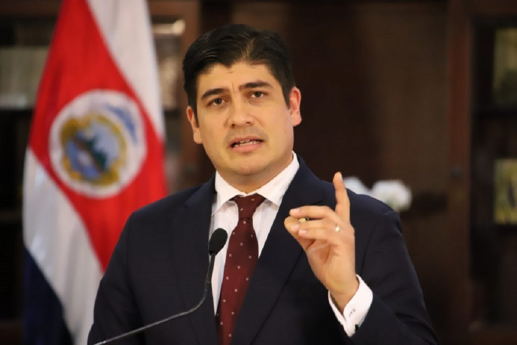 Carlos Alvarado prohíbe contratación de nicaragüenses
