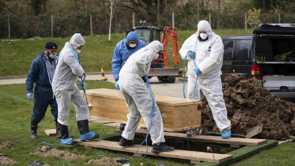 Nueva York enterrará a muertos por COVID19 en los parques