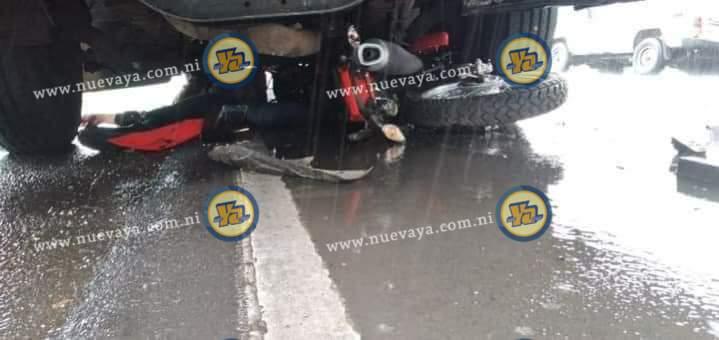 Motociclista muere prensado por bus en carretera Sébaco - Ciudad Darío