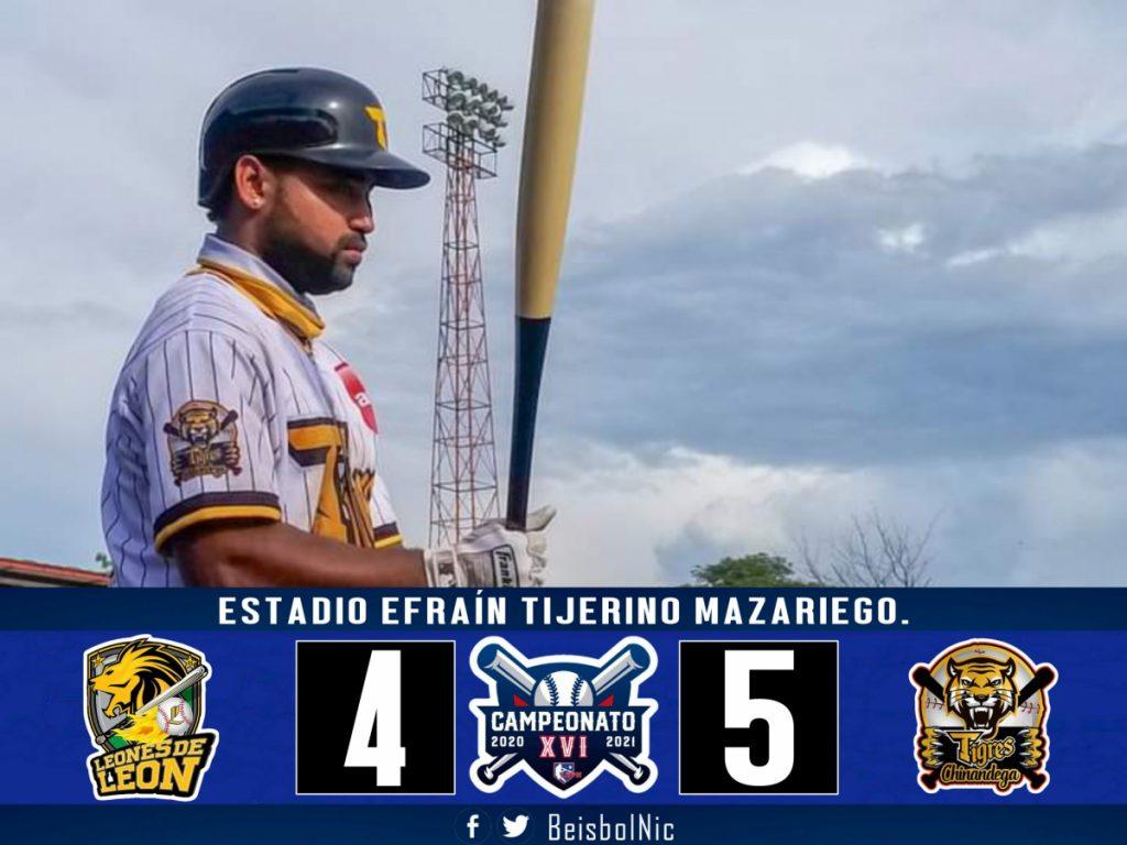 Los Tigres de Chinandega, único invicto, derrotan por la mínima 5-4 a los Leones de León. Foto cortesía @BeisbolNic