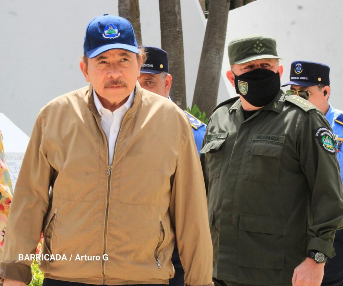 Daniel Ortega y el Jefe del Ejército Julio Cesar Aviles