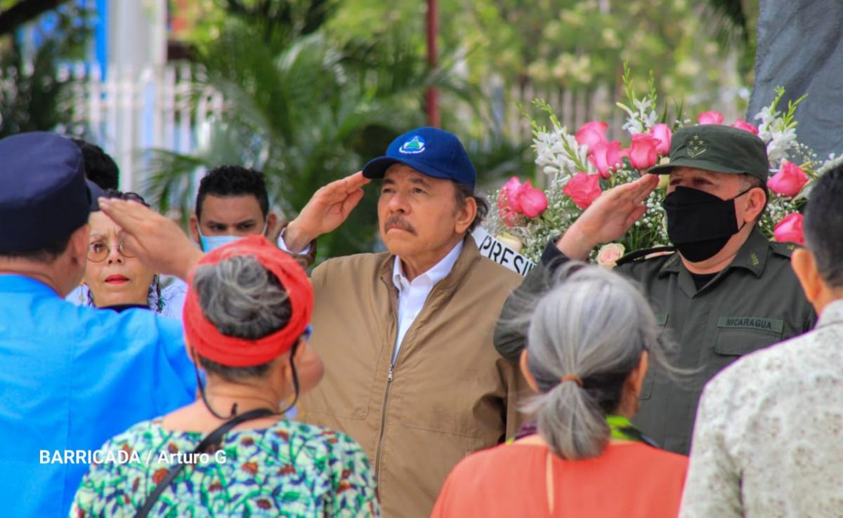 El Presidente Daniel Ortega y la Vicepresidente Rosario Murillo rindieron honores al General Sandino