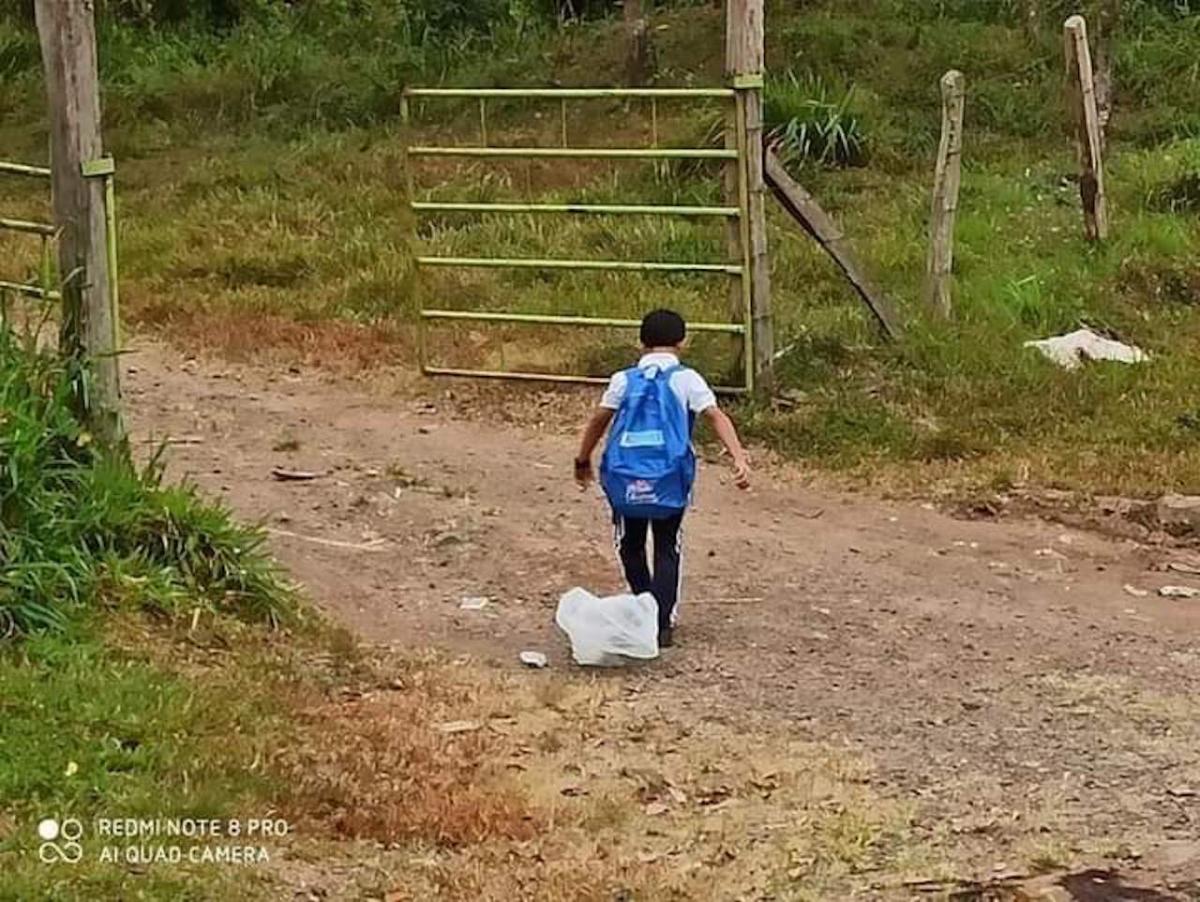 El niño Dierick habita en la comarca El Camastro, en el municipio de Santo Domingo