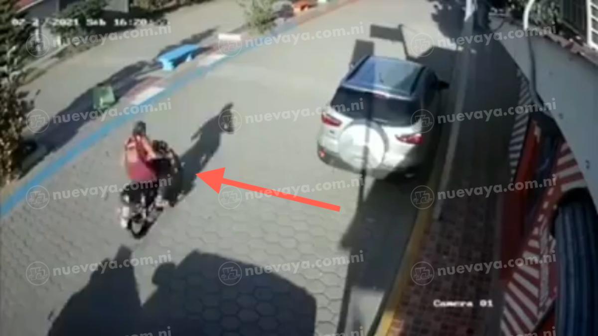 Este es el motociclista que cometió el repudiable hecho