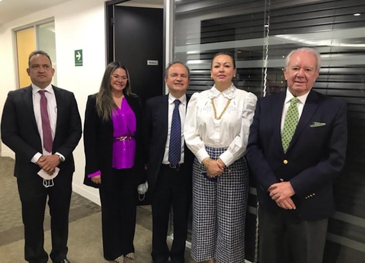 Señor Camilo Acevedo, Presidente de la Cámara de Comercio Colombo Centroamericana; Embajadora Yara Pérez; Señor Carlos Marcucci y parte de su Equipo de Trabajo.