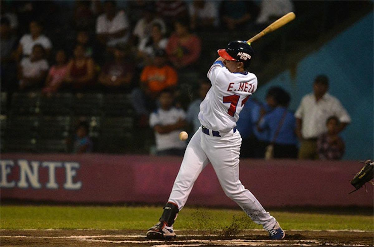 Enmanuel Meza es el líder de los bateadores del Pomares