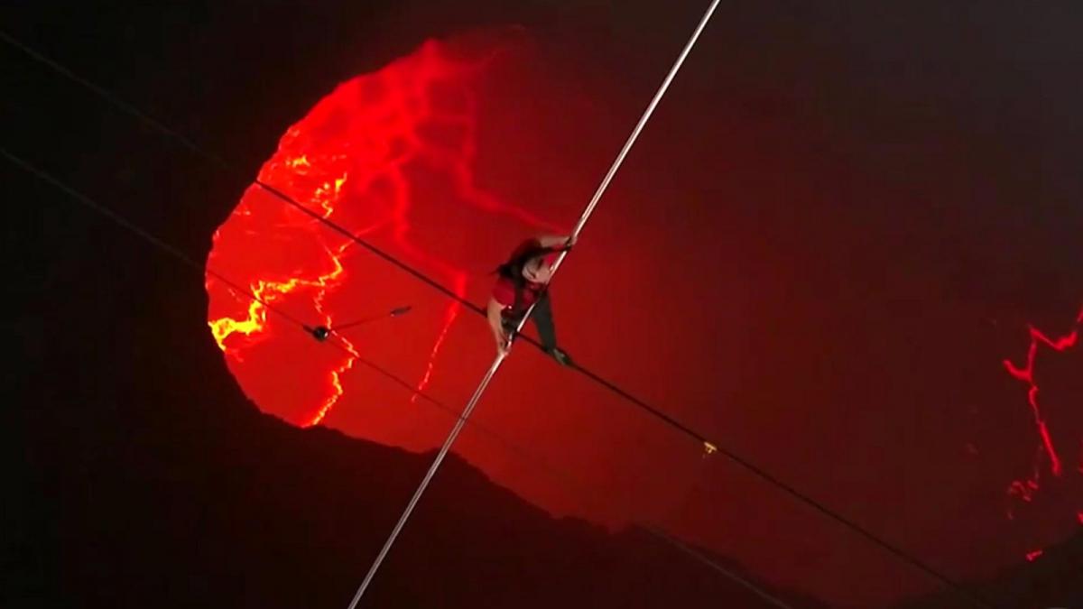 Hace un año en el 2020, Nick Wallenda se convirtió en el primer ser humano en caminar sobre el Volcán Masaya de Nicaragua