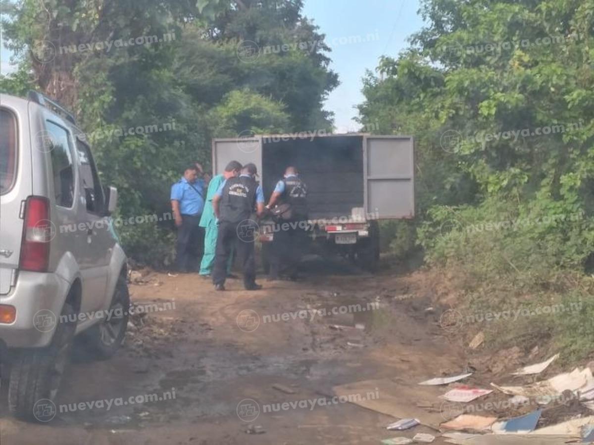Momentos en que es trasladado a medicina legal el cuerpo de Salvador Arias Ruiz