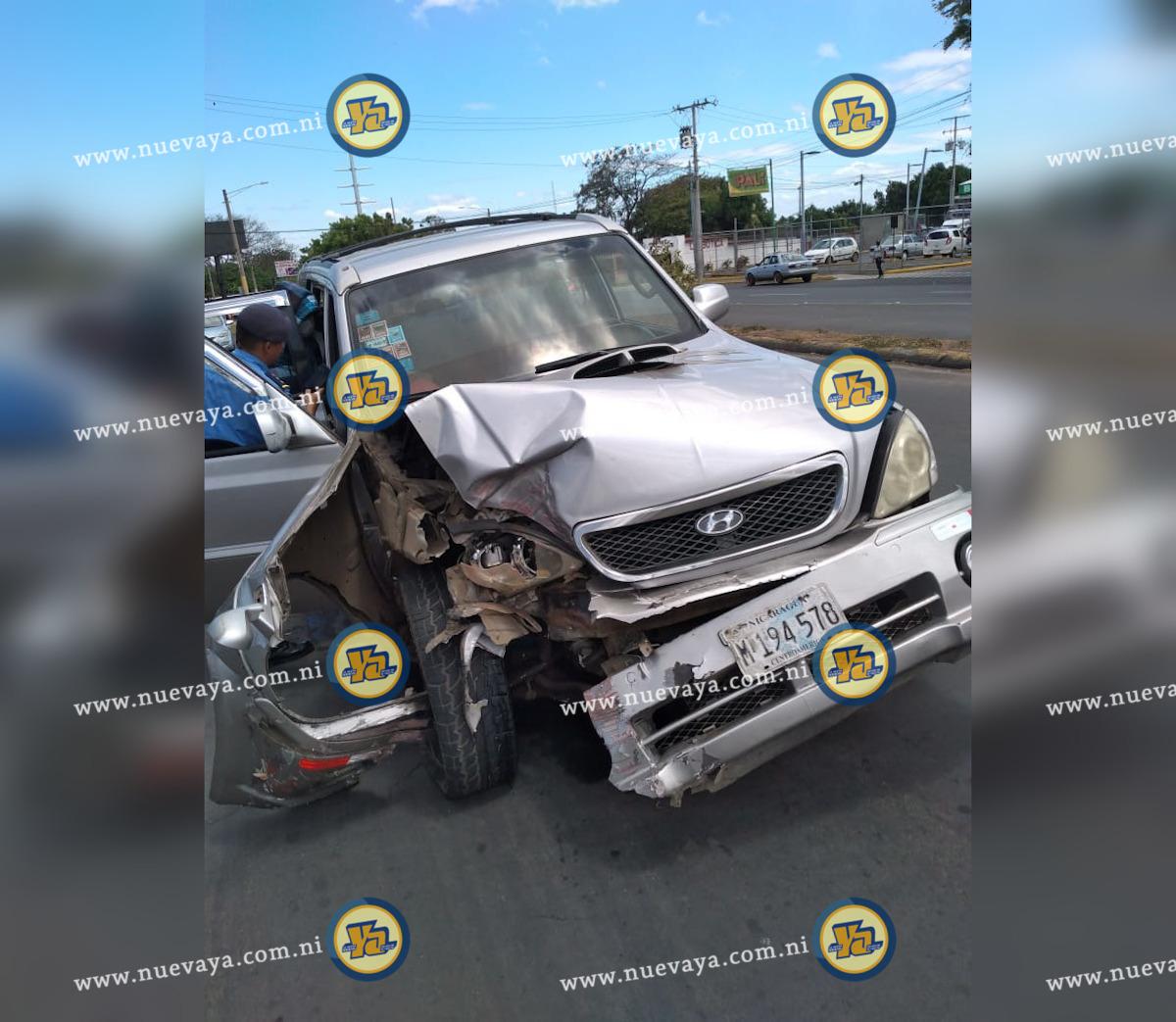 Un conductor ebrio se estrelló contra una valla metálica en Managua
