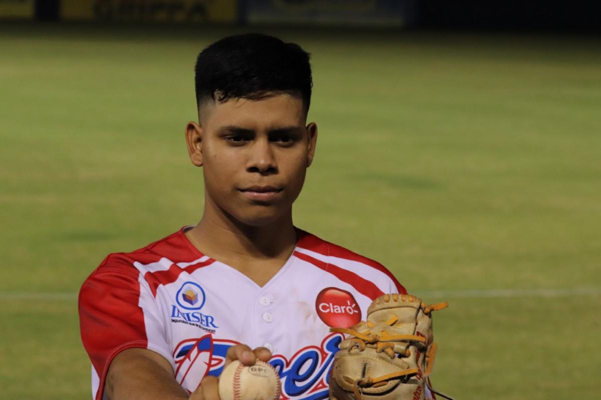 El lanzador derecho Santos Jarquin