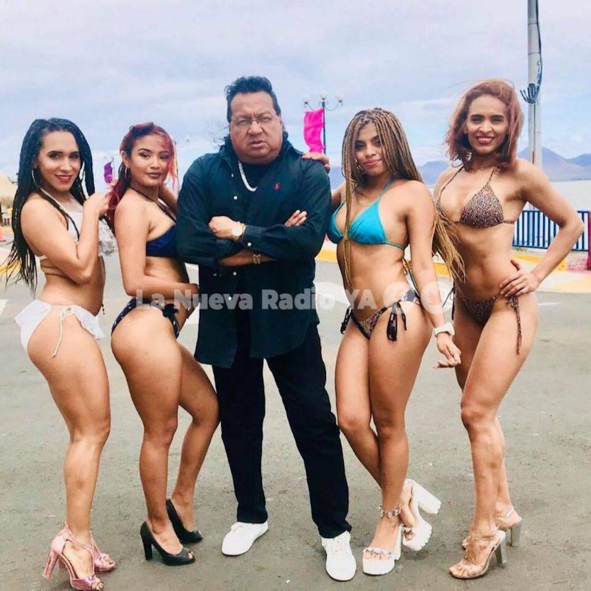 Gustavo Leytón y sus bailarinas